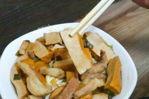 文化大學美食。牛肉拌麵 大份量香蒜平價小吃店 來自陽明山上的美味